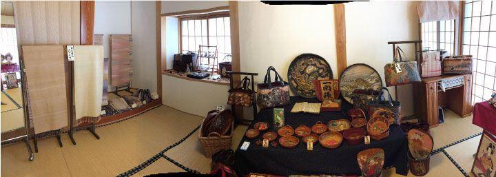糸山自動車文化館3周年記念にて絹織物の羅籐組(RATOSO)さんの作品