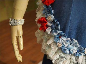 藍のドレス(もみ)花のモチーフとレース